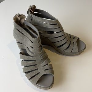 Cordani Grey wedges with back zipper size 38